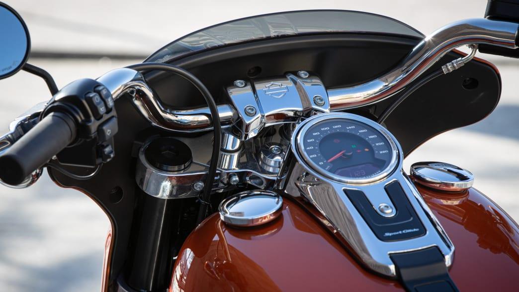 Das Vorderteil einer Harley Davidson Sport Glide