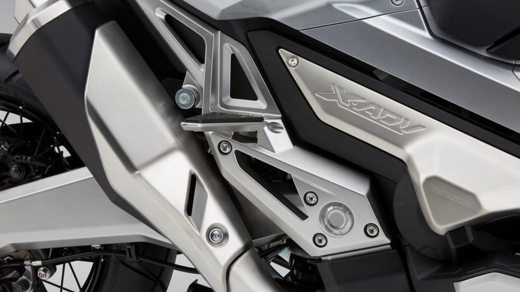 Honda X ADV silber Auspuff