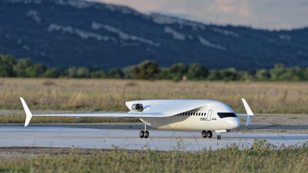 AKKAs Link & Fly Model