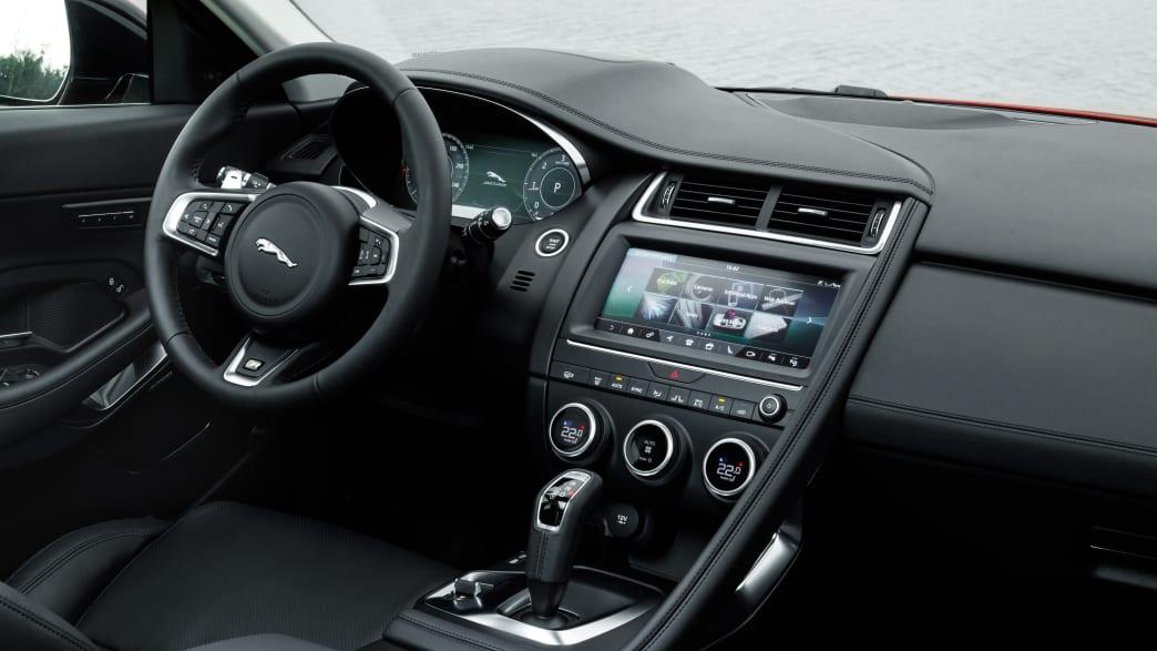 Cockpit eines Jaguar E-Pace