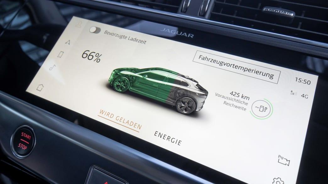 Display mit Ladestand in einem Jaguar I-Pace