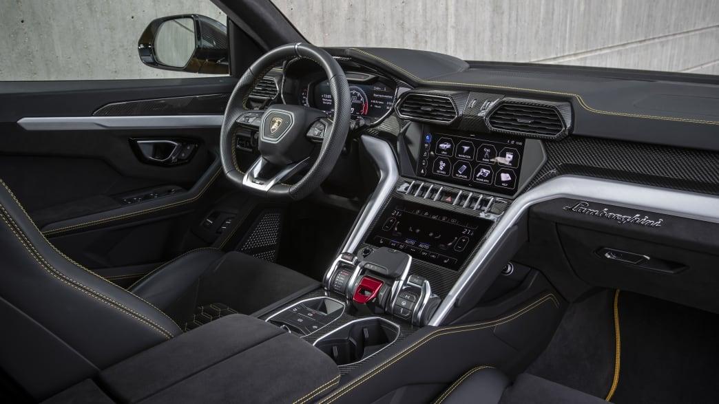 Das Cockpit eines Lamborghini Urus