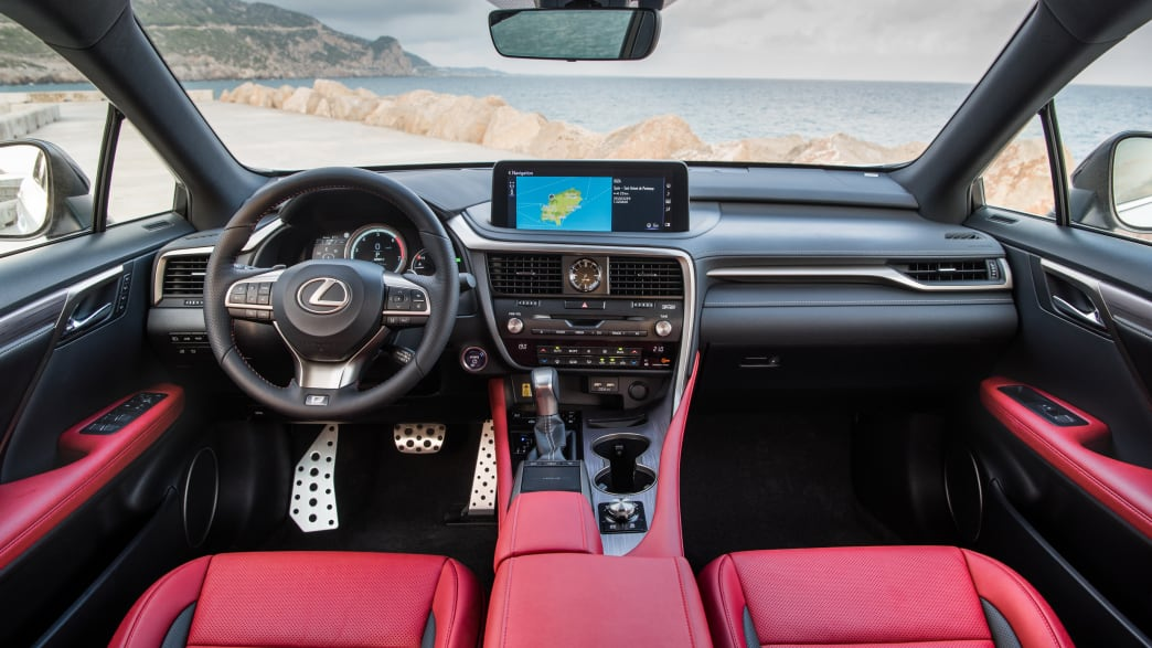 Das Cockpit eines Lexus RX 450h