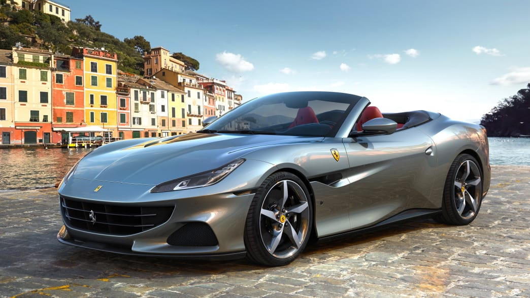 Front- und Seitenansicht eines stehenden Ferrari Portofino
