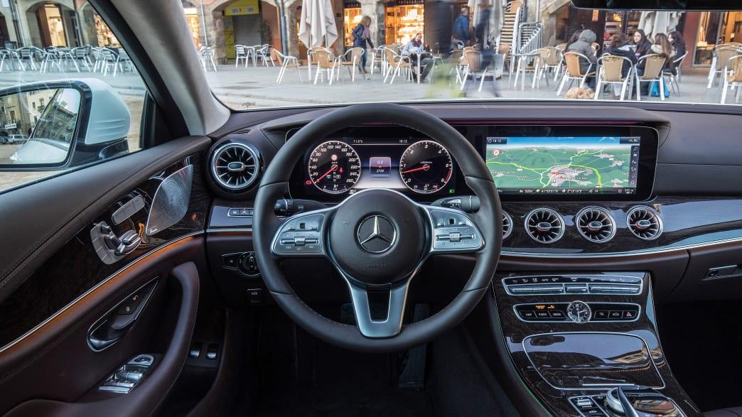 Cockpit eines Mercedes CLS 400 d Coupe 2019