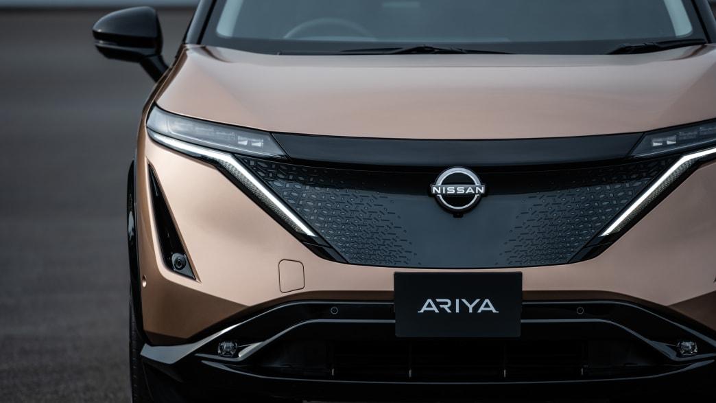 Nissan Ariya stehend von vorne