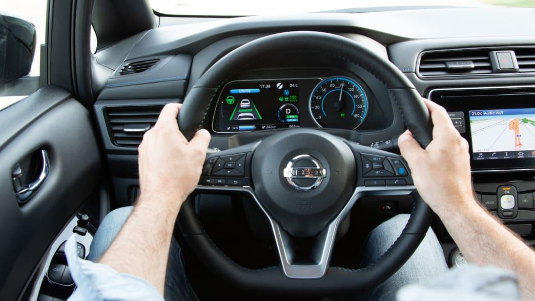 Cockpit eines Nissan Leaf