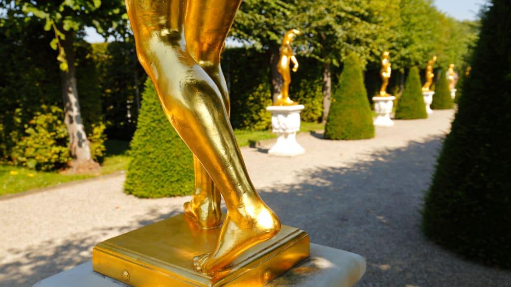 goldene Statuen in den Herrenhäuser Gärten