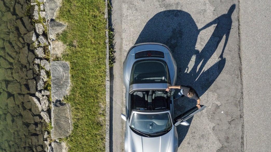 Topshot eines Porsche 911er Targa