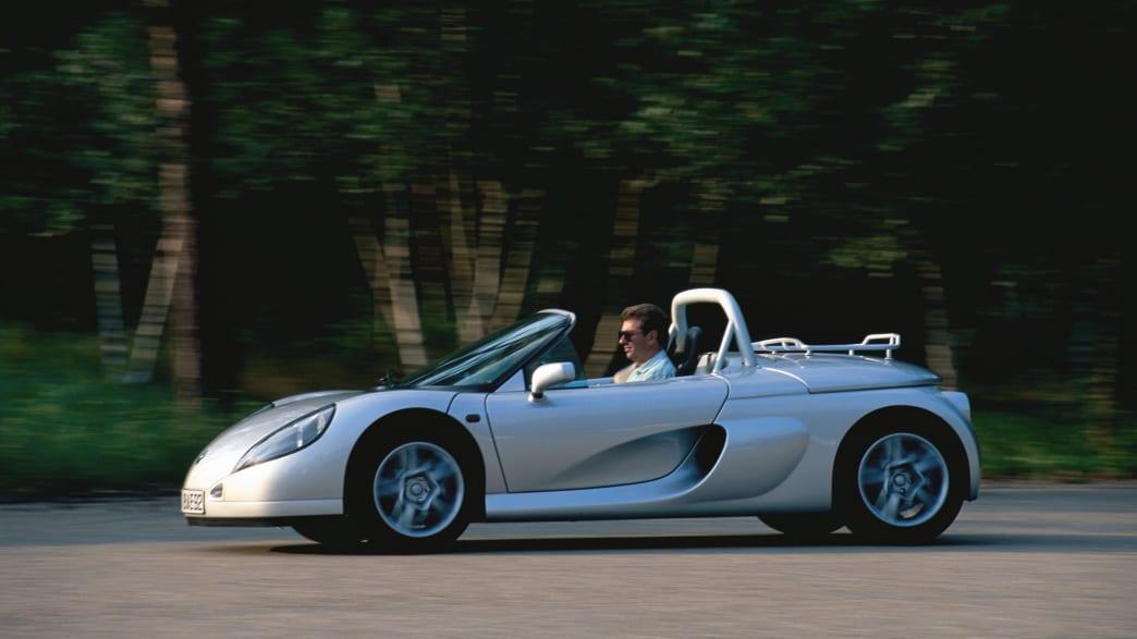 Silberner Renault Sport Spider in Fahrt