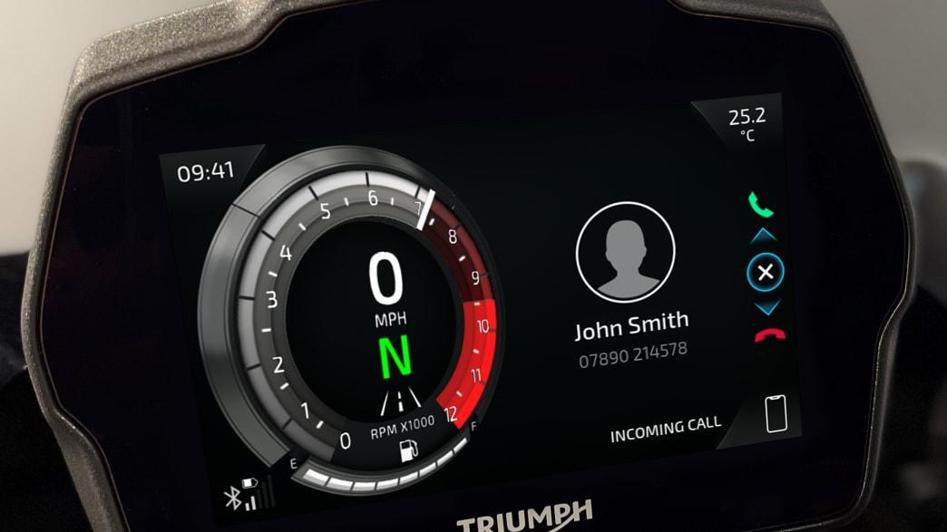 Digitale Anzeige des Motorrades Triumph Speed Triple 1200 RS.
