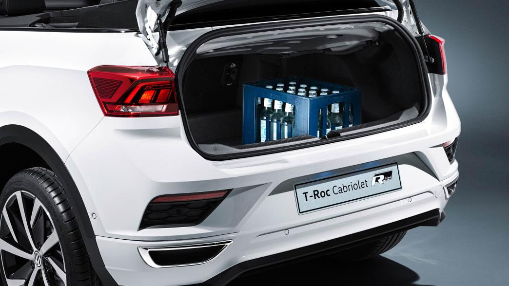 Studioaufnahme eines weißen VW T-Roc Cabrio