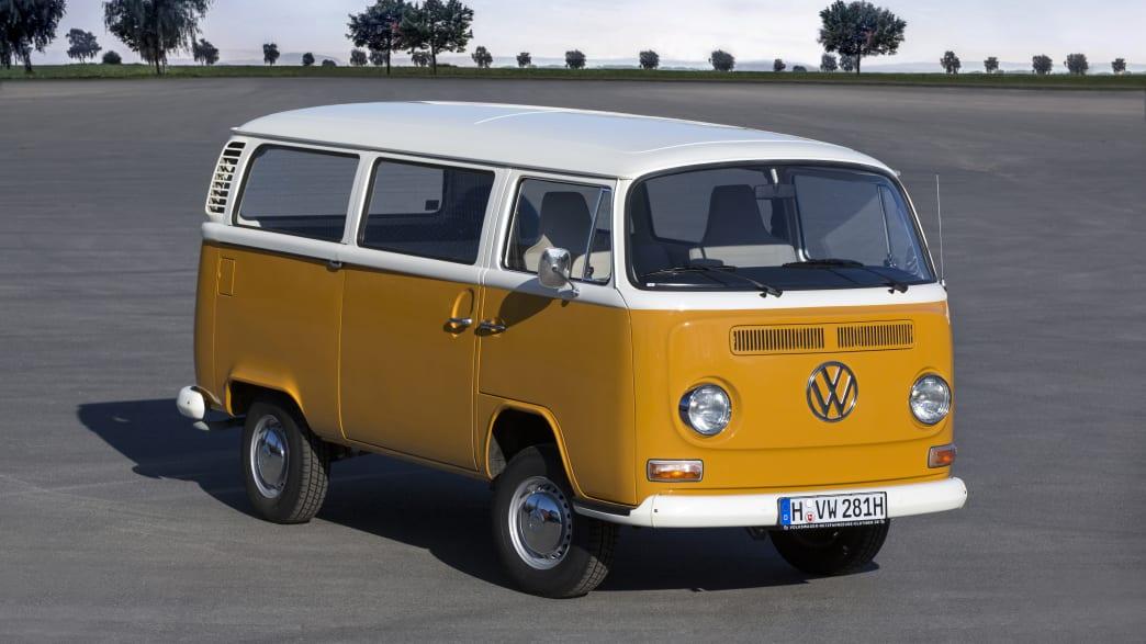 oranger VW T2 stehend