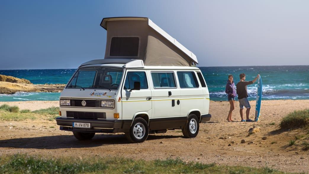 VW T3 California stehend am Strand