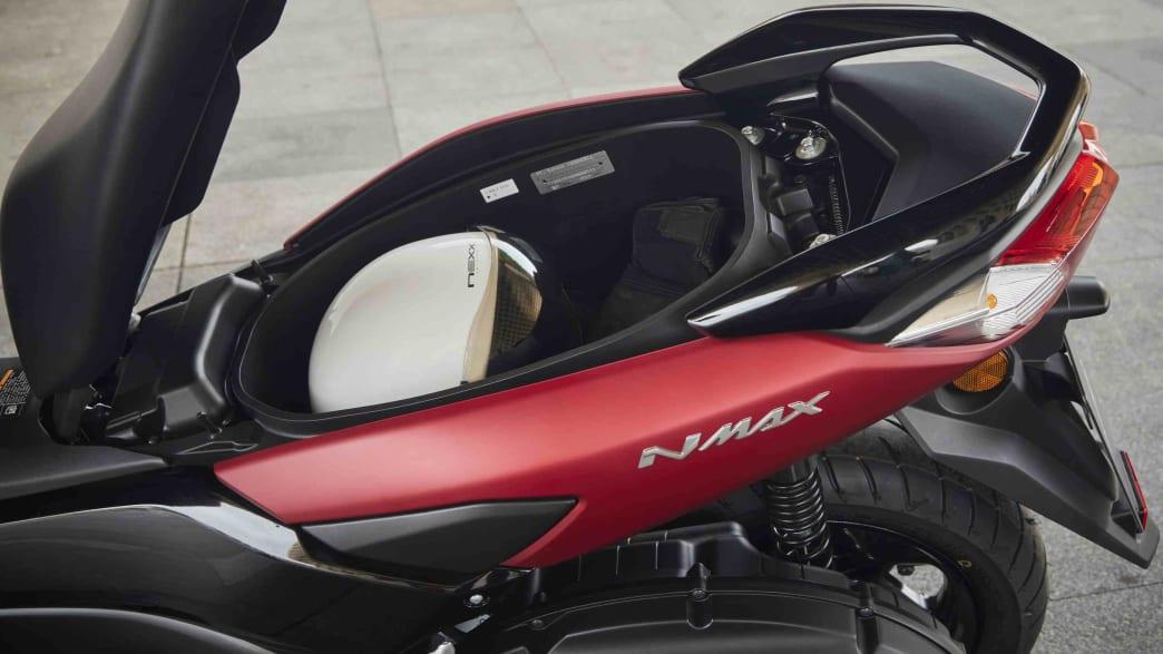 Blick in den Stauraum des Yamaha NMAX 125