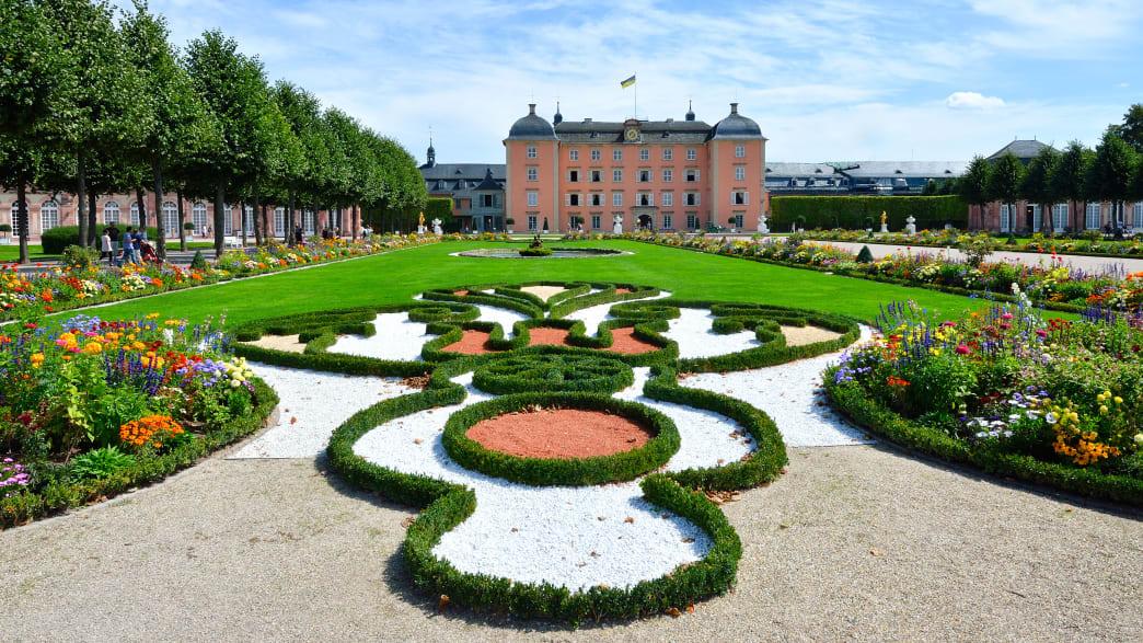 Parkanlage mit Blick auf das Schloss Schwetzingen
