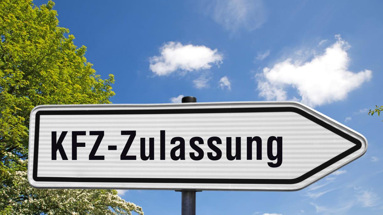 Schild zu einer KFZ-Zulassungsstelle