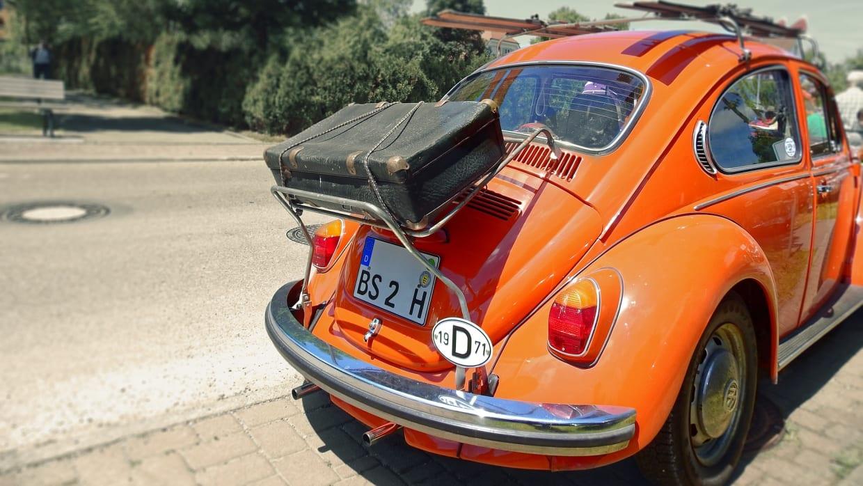 Auto mit Koffer