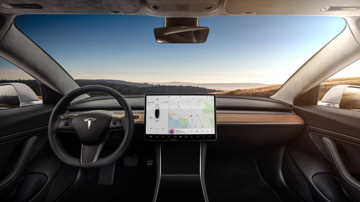Cockpit eines Tesla Model 3