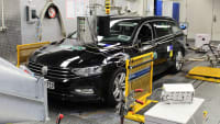 VW Passat auf dem Prüfstand
