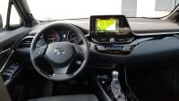 Blick auf das Cockpit des Toyota C-HR