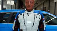 Dummy mit Held-Airbag-Jacke beim ADAC Motorrad-Airbag-Jacken-Test vor dem Crash