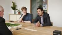 Sono Motors CEOs Laurin Hahn und Jona Christians beim Interview mit Wolfang Rudschies