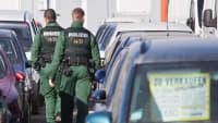 Großrazzia der Polizei bei einem Gebrauchtwagenmarkt in München
