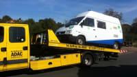 Wohnmobil von Susanne Flachmann auf Reisen wird abgeschleppt vom ADAC-Pannendienst