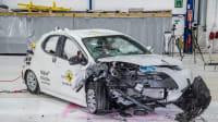 der Toyota Yaris beim Chrashtest nach Frontalzusammenstoss