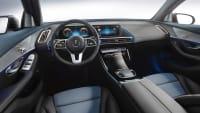 Cockpit eines Mercedes EQC