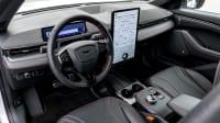 Cockpit eines Ford Mustang Mach-E