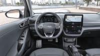 Cockpit des Hundai Ioniq Elektro mit Facelift