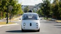 das selbst fahrende Auto Waymo mit Gast