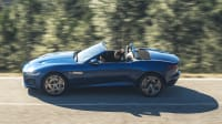 Seitenansicht des Jaguar F-Type fahrend