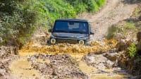 die neue Mercedes G-Klasse faehrt durch 70 cm tiefen Schlamm