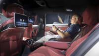 Unser ADAC Redakteur Jochen Wieler bei der ersten Testfahrt des Mercedes S-Klasse Modell 2020