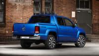 Die große Ladefläche eines blauen Pickup VW Amarok