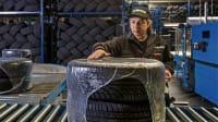 Runderneuerte Reifen werden verpackt