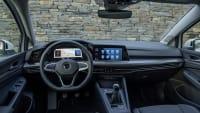 Innenansicht mit Cockpit des neuen Golf 8