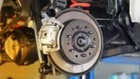 Bremsscheibe und Bremssattel vom Auto