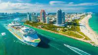 Kreuzfahrtschiff MS Symphony of the Seas vor Miami
