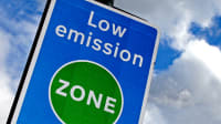 Schild an einer Low emission zone in England