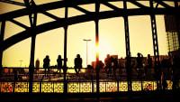 Die Hackerbrücke in München im Abendlich