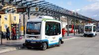 Der neue E-Bus zur Altstadt steht am Monheimer Busbahnhof