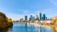 Skyline von Frankfurt im Herbst