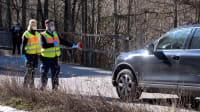 Deutsche Polizisten kontrollieren an der Grenze zu Österreich