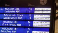 Bahnanzeige mit Zugausfällen
