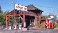 Redwood Tree Service Station in Ukiah, Kalifornien