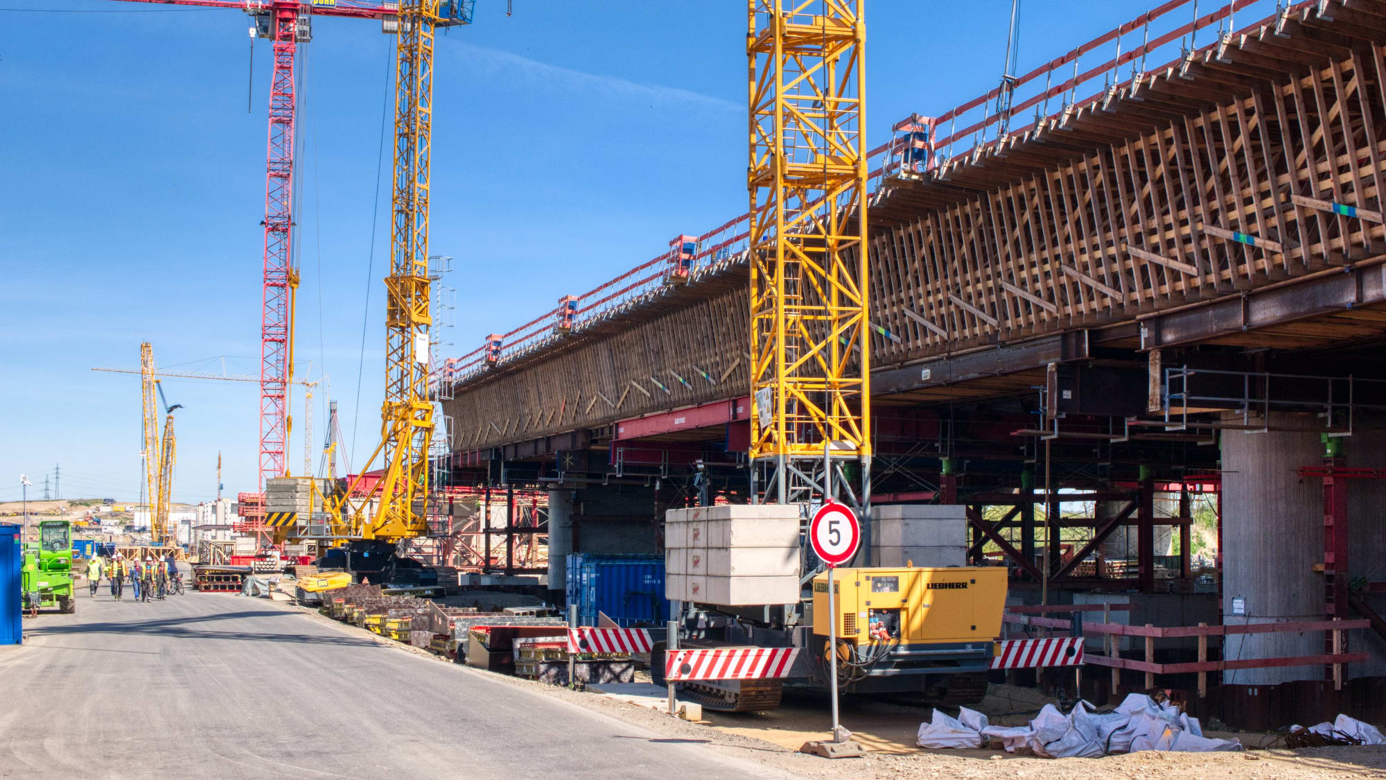 Baustelle der Leverkusener Brücke im April 2020
